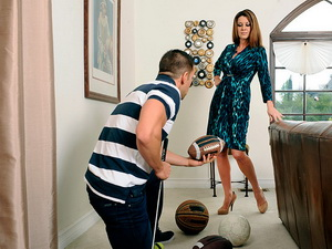 Raquel DeVine - Seduced By A Cougar