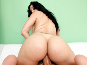 Samatha rides a monsterdick deep in her Pink